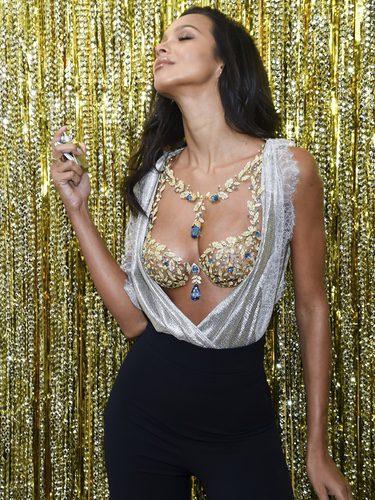 Lais Ribeiro posando con el 'Fantasy Bra' 2017 de Victoria's Secret