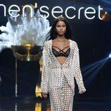 Pijama blanco de la colección 'Wanted' en la Women'secret night 2017