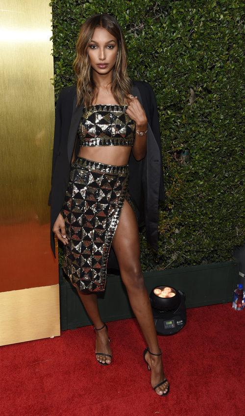 Jasmine Tookes con estilismo de Revolve en los 'Premios Revolve 2017'