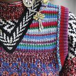 Jersey multicolor y broche de la marca Burberry de la colección noviembre/diciembre 2017
