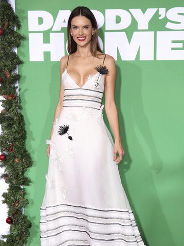 Alessandra Ambrosio en la premiere de la película 'Daddy's Home 2' en Los Ángeles