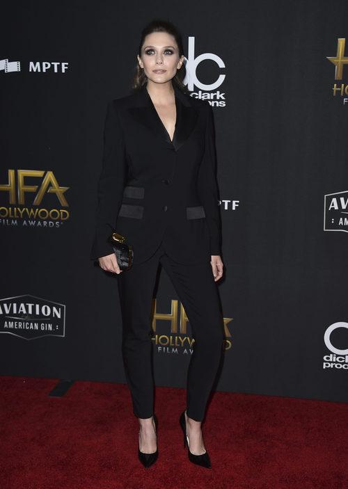 Elizabeth Olsen en la alfombra roja de los 'Hollywood films awards' en Beverly Hills