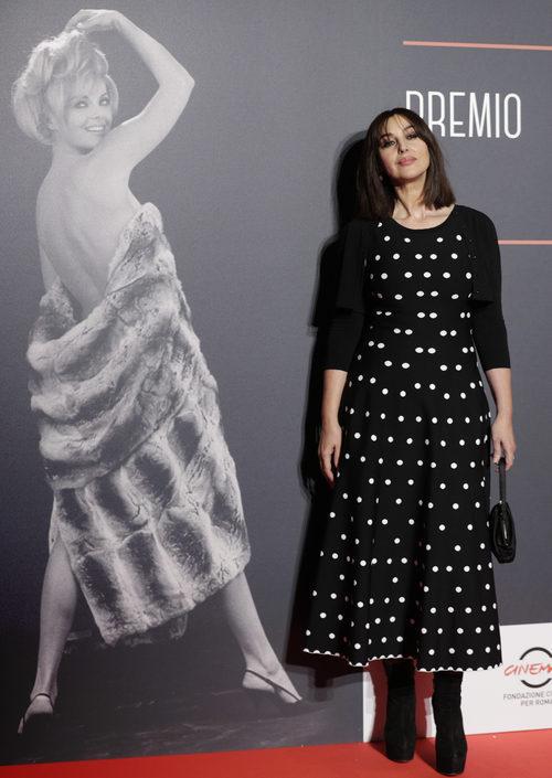 Monica Bellucci poasando en los premios 'Virna Lisi 2017' en Roma