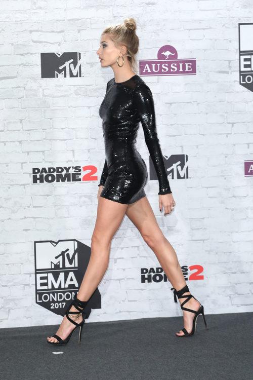 Hailey Baldwin en el photocall de los Premios MTV Europe Music Awards 2017