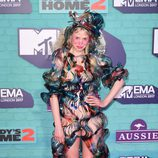Petite Meller con un extraño look en los Premios MTV Europe Music Awards 2017