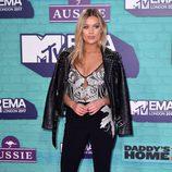Laura Whitmore con un look de aire rockero en los MTV EMA 2017
