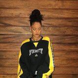 Rihanna con un total look de su propia colección Fenty Puma