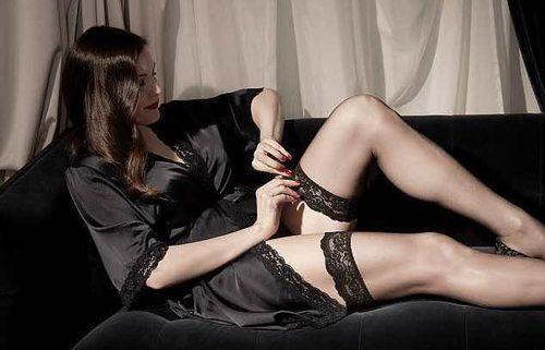 Liv Tyler con camisón lencero de la colección 'Triumph Essence'