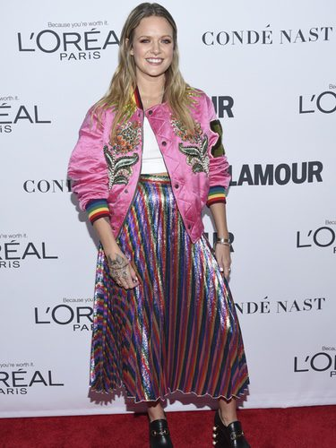 Tove Lo con bomber en los Premios Glamour Women of the Year 2017