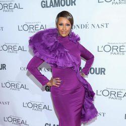 Iman con un vestido púrpura en los Premios Glamour Women of the Year 2017