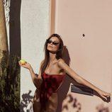 Emily Ratajkowski con bañador 'Swami's' rojo de su firma 'Inamorata'