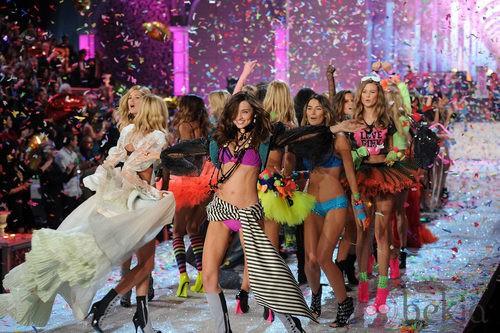 Cierre del desfile de Victoria's Secret Navidad 2011