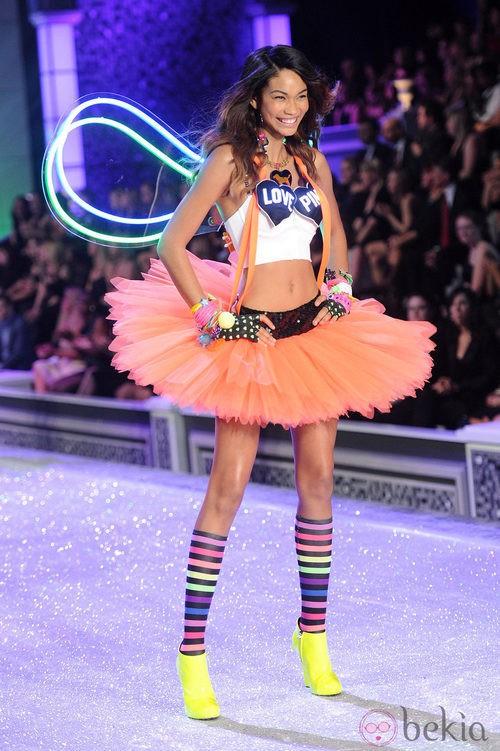Chanel Iman en el desfile de Victoria's Secret Navidad 2011