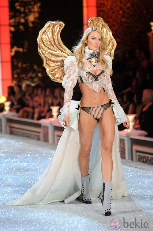 Candice Swanepoel en el desfile de Victoria's Secret Navidad 2011