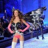Karmen Pedaru en el desfile de Victoria's Secret Navidad 2011