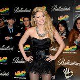 Shakira con un estilo muy rockero, toda de negro