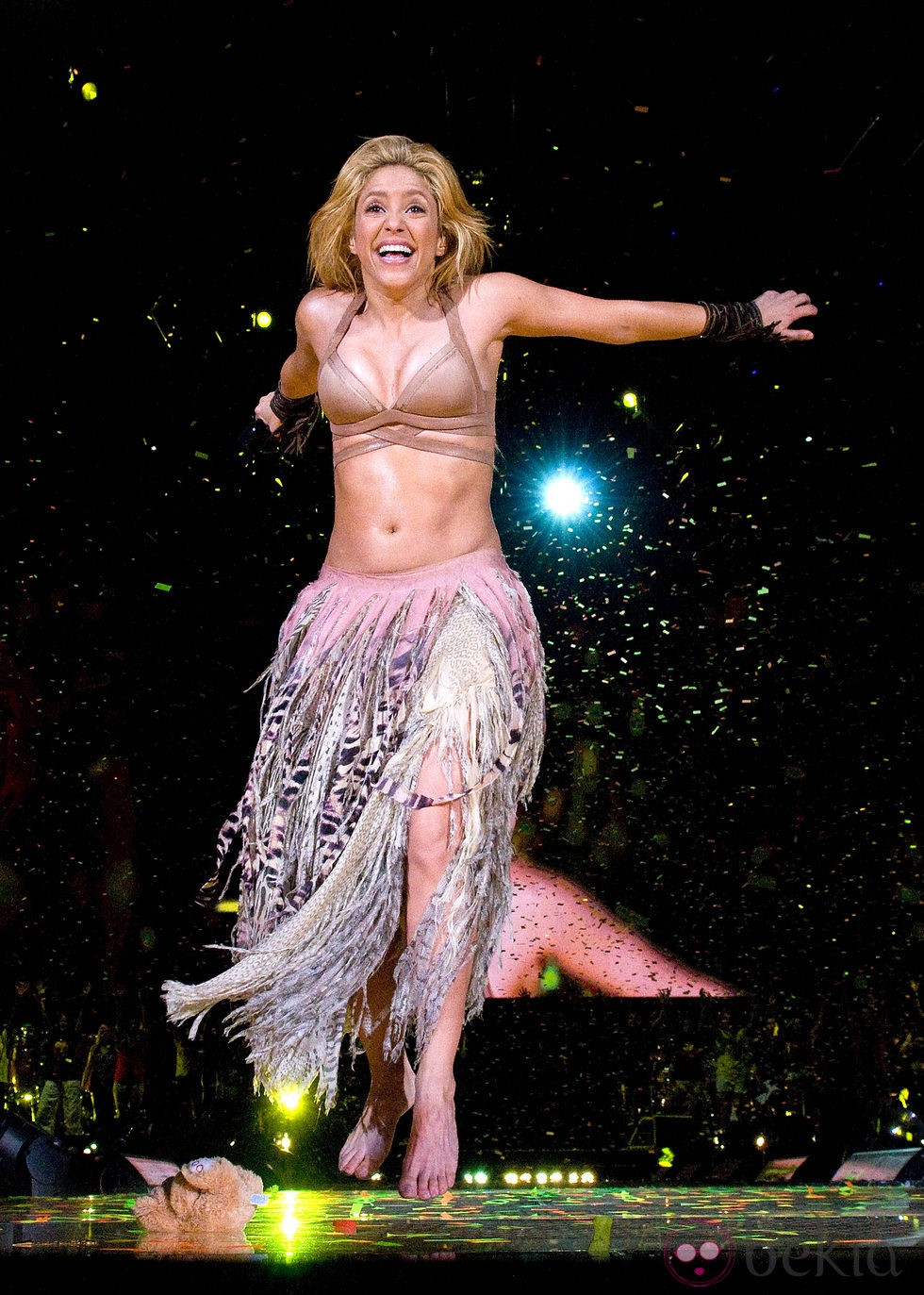Shakira con falda de f... Shakira