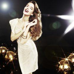 Clara Alonso posa con un vestido de fiesta de la colección 'Night' de Blanco