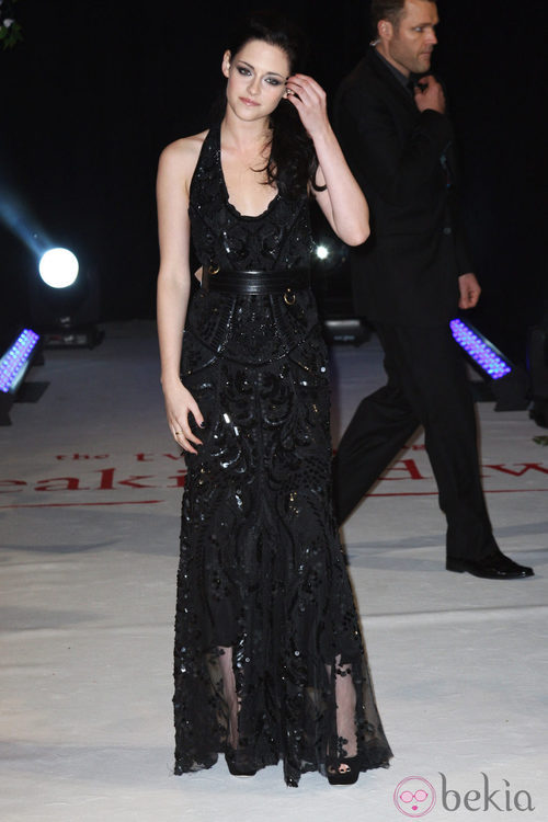 Kristen Stewart con vestido largo y cuello halter