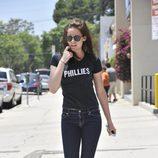 Kristen Stewart con pitillos vaqueros y zapatillas