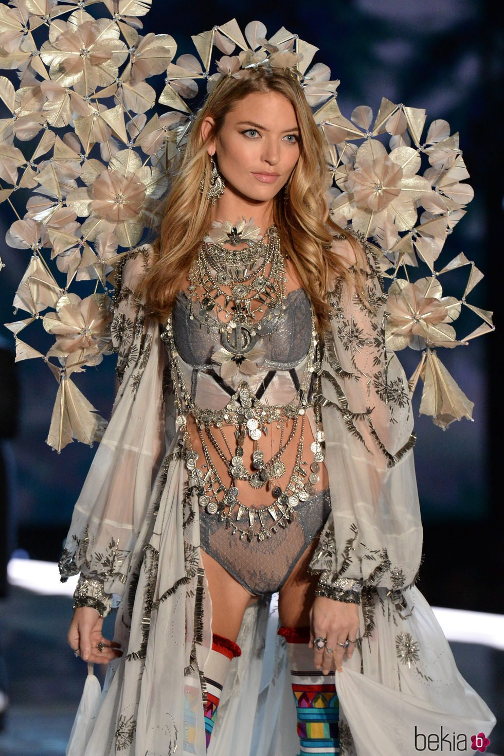 Martha Hunt en el desfile Victoria's Secret Fashion Show 2017 en Shanghai
