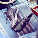 Zapatillas negras diseñadas por Selena Gomez para Puma