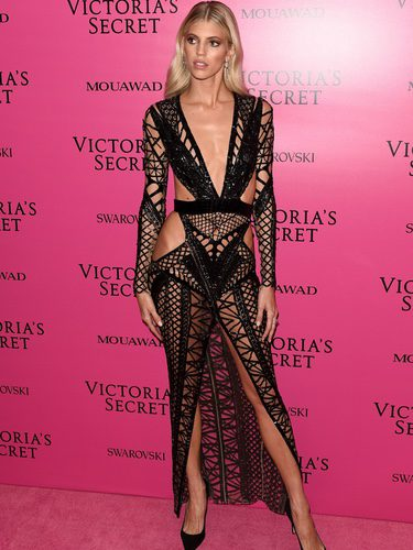 Devond Windson con vestido de Julien Macdonald en el afterparty del Victoria's Secret Fashion Show