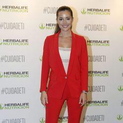 Malena Costa con un traje en la presentación de la campaña Cuida de ti de Herbalife en Madrid
