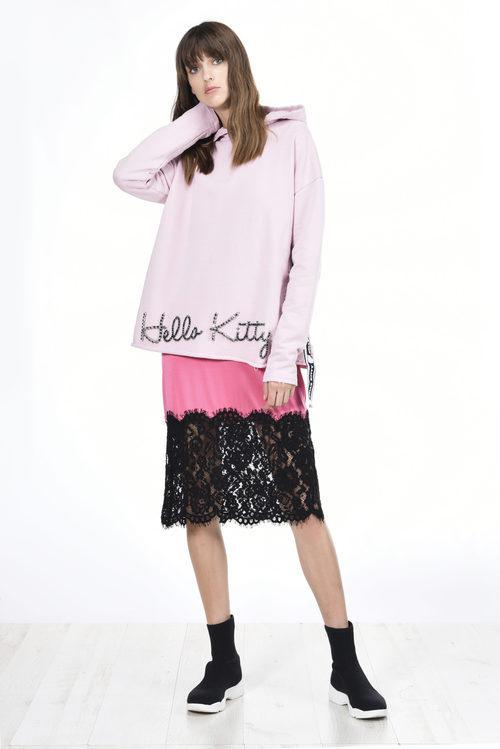 Sudadera rosa de la colección de Hello Kitty diseñada por Pinko