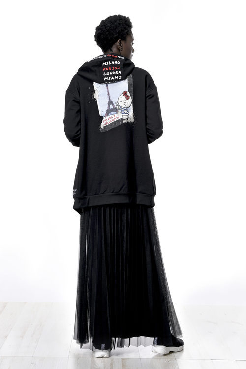 Sudadera negra de la colección de Hello Kitty diseñada por Pinko
