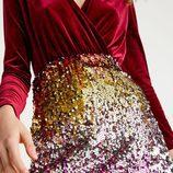 Falda de lentejuelas de colores de la colección 'Partying' de Pull&Bear