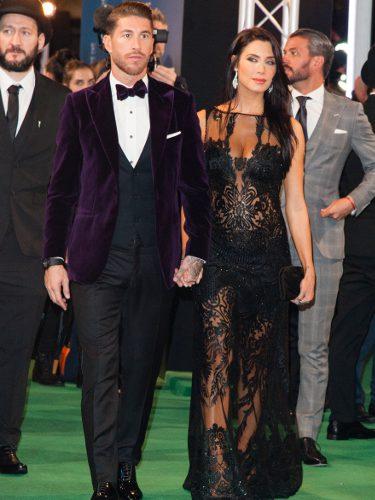 Pilar Rubio con un vestido negro acompañada de Sergio Ramos en la gala The Best de la FIFA
