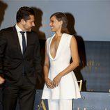 Michelle Jenner con un total look blanco en la presentación del anuncio Freixenet en Madrid