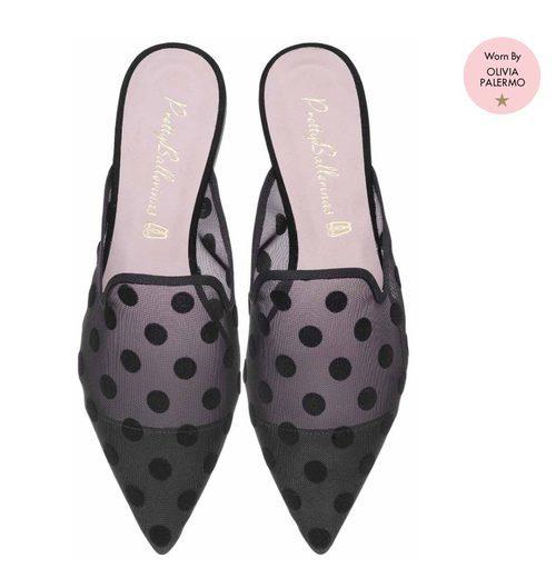 Zapatos de plumeti negro con topos de Pretty Ballerinas de la colección de verano 2018 por Olivia Palermo
