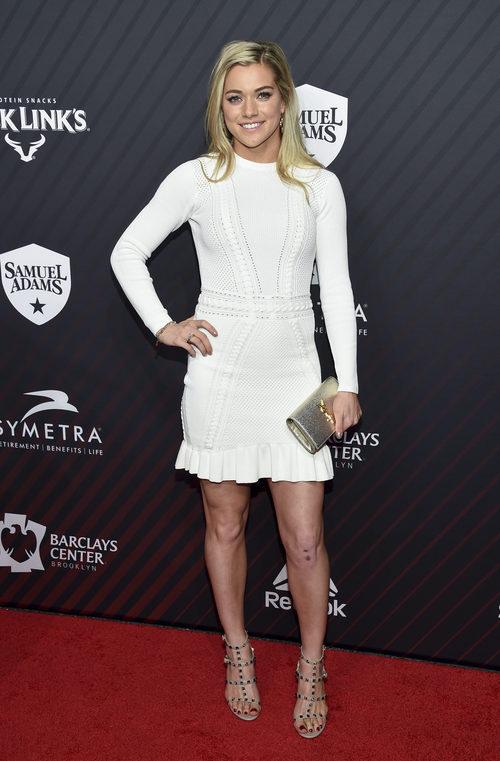 Kealia Ohai con un vestido blanco en los Premios Persona del año 2017 en Nueva York