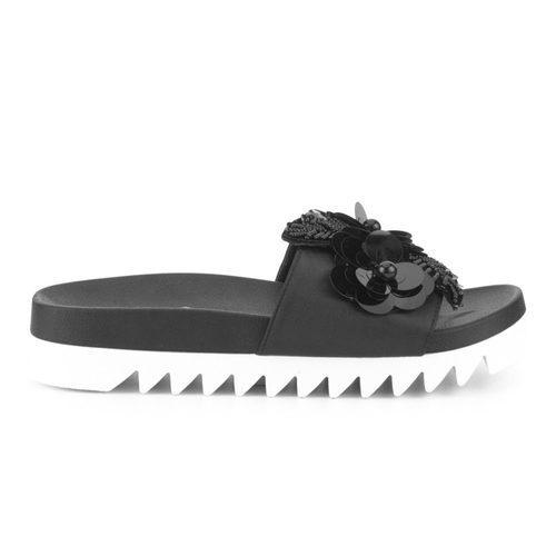 Sandalias negras de la colección Primavera-Verano 2018 de Merkal Calzados