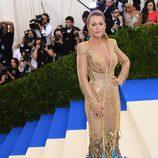 Blake Lively luciendo un vestido de Atelier Versace en la Gala EMT 2017