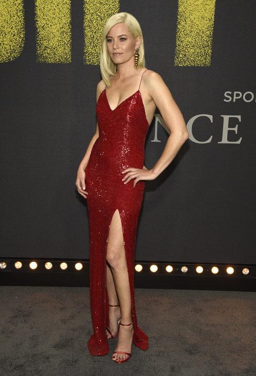 Elizabeth Banks con vestido de lentejuelas rojo en la Premiere de 'Pitch Perfect 3'