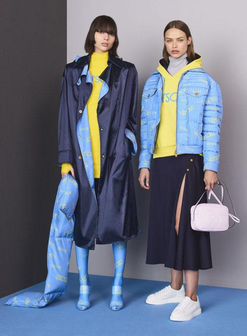 Total looks en azul y amarillo de la colección Pre-Fall 2018 de Versace