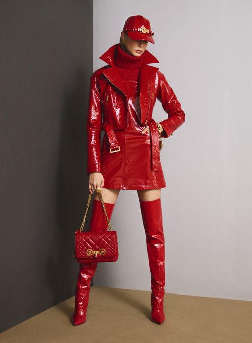Total look red de la colección Pre-Fall 2018 de Versace