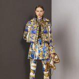 Chaqueta acolchada estilo barroco de la colección Pre-Fall 2018 de Versace