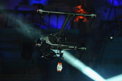 Dron con el reloj exclusivo de Zenith en la presentación benéfica en Nueva York