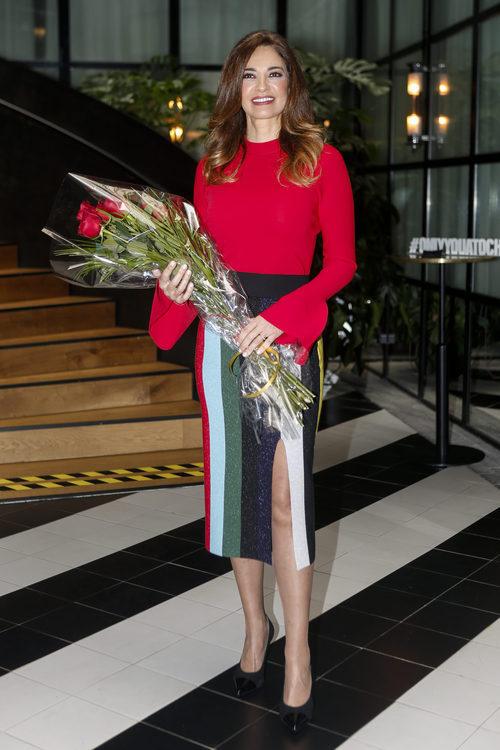 Mariló Montero con falda de rayas multicolor, premiada como  'Periodista del Año 2017'