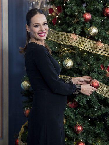 Eva González con vestido negro en la presentación de la programación de TVE en Navidad