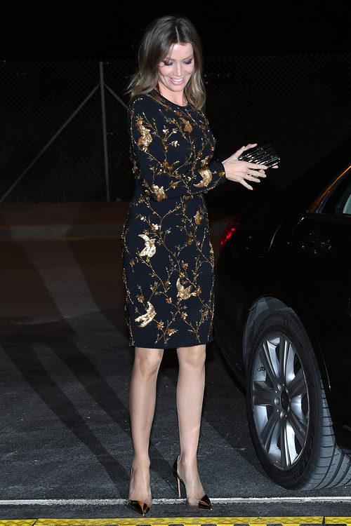 Nicole Kimpel con un vestido negro y dorado en la inauguración de una tienda de Porcelanosa en Málaga