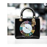 Bolso negro de Maria Grazia Chiuri de la colección crucero 2018 'Wheel of fortune' de Dior
