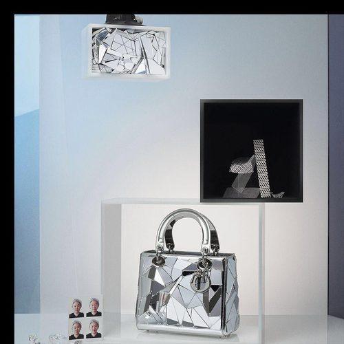 Bolso metalizado diseñado por Friedrich Kunath y Lee Bul de la colección 'Lady Dior Art' de Dior