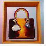 Bolso en tonos cálidos diseñado por Friedrich Kunath de la colección 'Lady Dior Art' de Dior