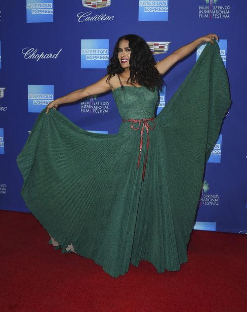 Salma Hayek derrocha glamour vestida de Gucci en el Festival de Palm Springs