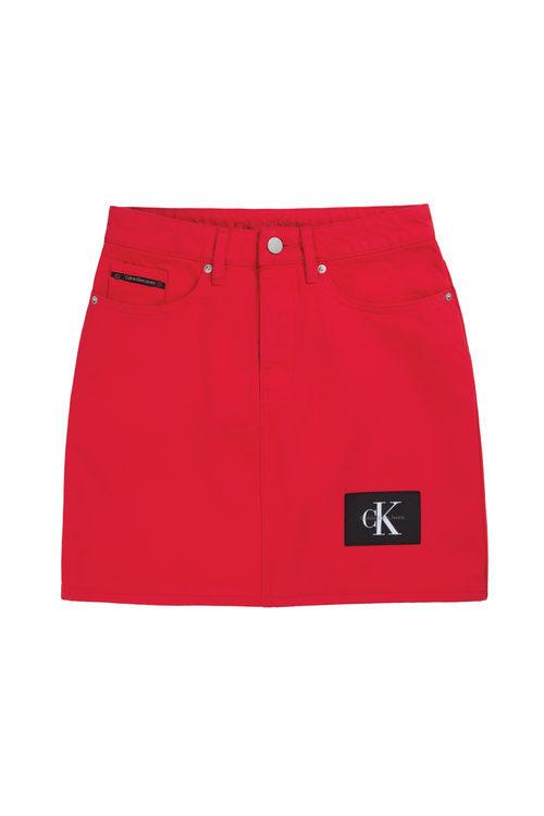 Falda roja de Calvin Klein de la colección primavera jeans 2018